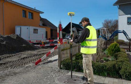 Attēls ar Geomax Zenith16 GNSS uztvērēju